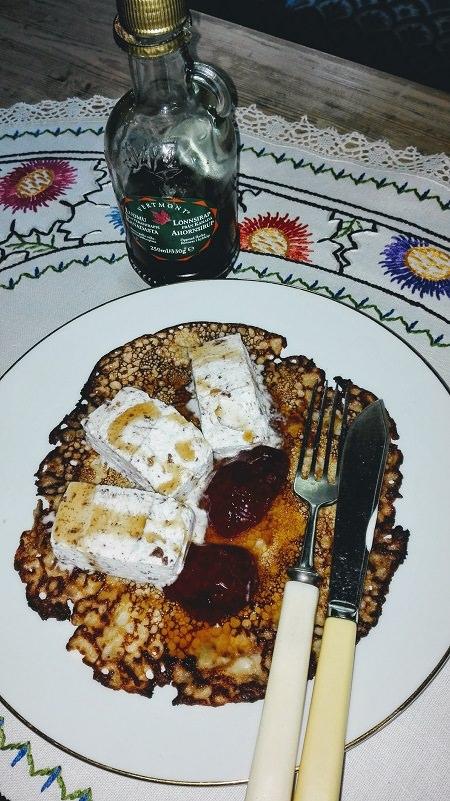 Resepti: (kananmunattomia) banaanikauralettuja jäätelön, hillon ja vaahterasiirapin kanssa, nam!