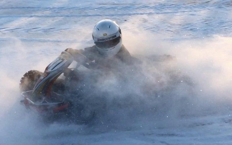 Karting-autolla voi tehdä 360 asteen käännöksiä jääradalla!