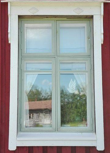 vanhan talon ikkuna