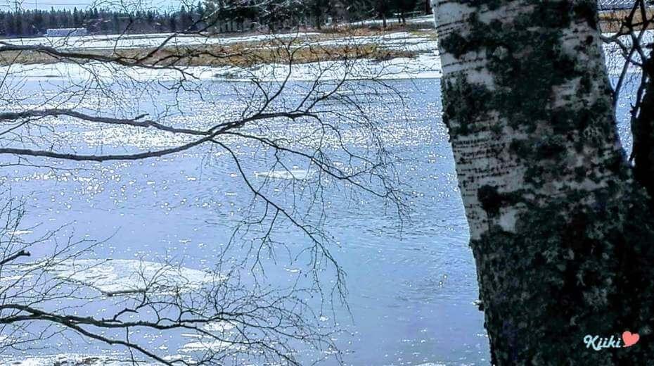 kevät joella